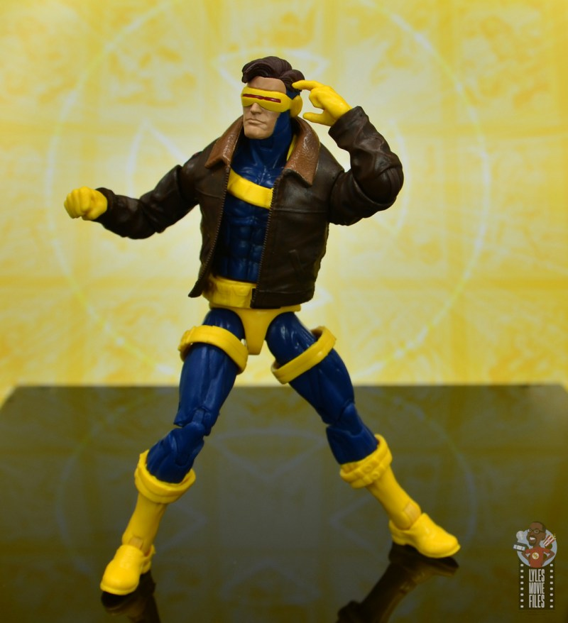 marvel legends cyclops, jean grey and wolverine set review - cyclops aiming optic blast