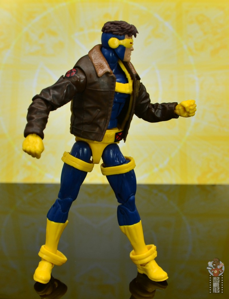 marvel legends cyclops, jean grey and wolverine set review - cyclops pivoting