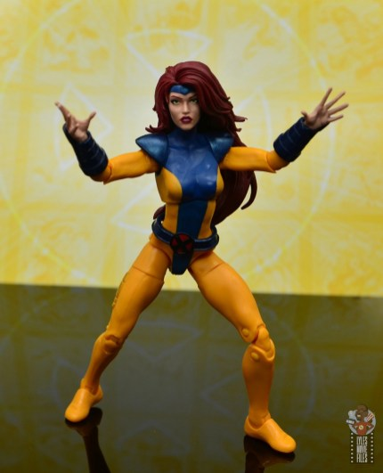 marvel legends cyclops, jean grey and wolverine set review - jean grey gesturing
