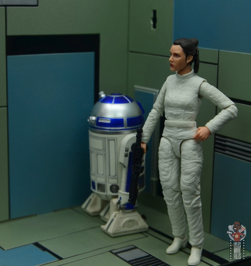 star wars the black series princess leia bespin escape figure review - waiting on r2d2 to open the door