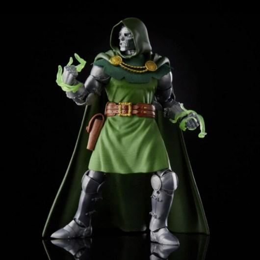 Fantastic Four Marvel Legends Series 6-Inch Doctor Doom figure -pivoting