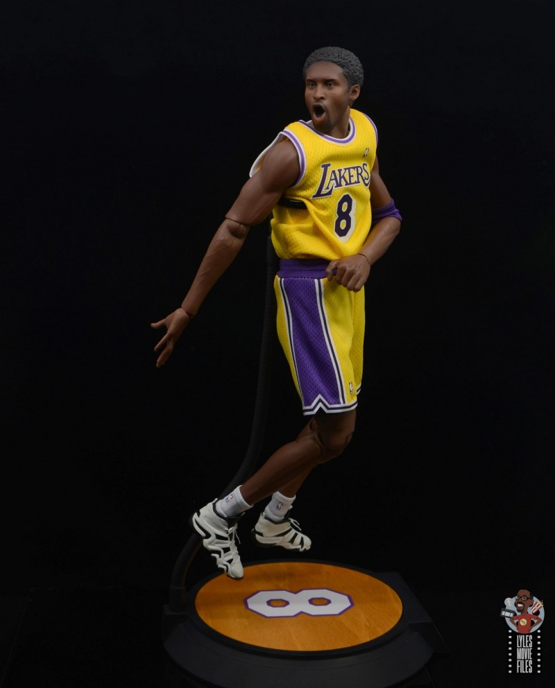 enterbay nba masterpiece kobe bryant figure review - behind the back pass