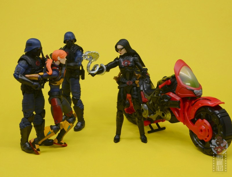 g.i. joe classified series baroness and cobra coil figure review -captured scarlett