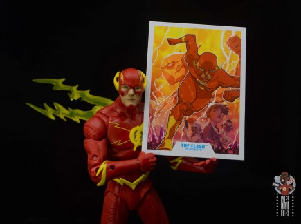 mcfarlane toys dc multiverse the flash figure review - holding file card