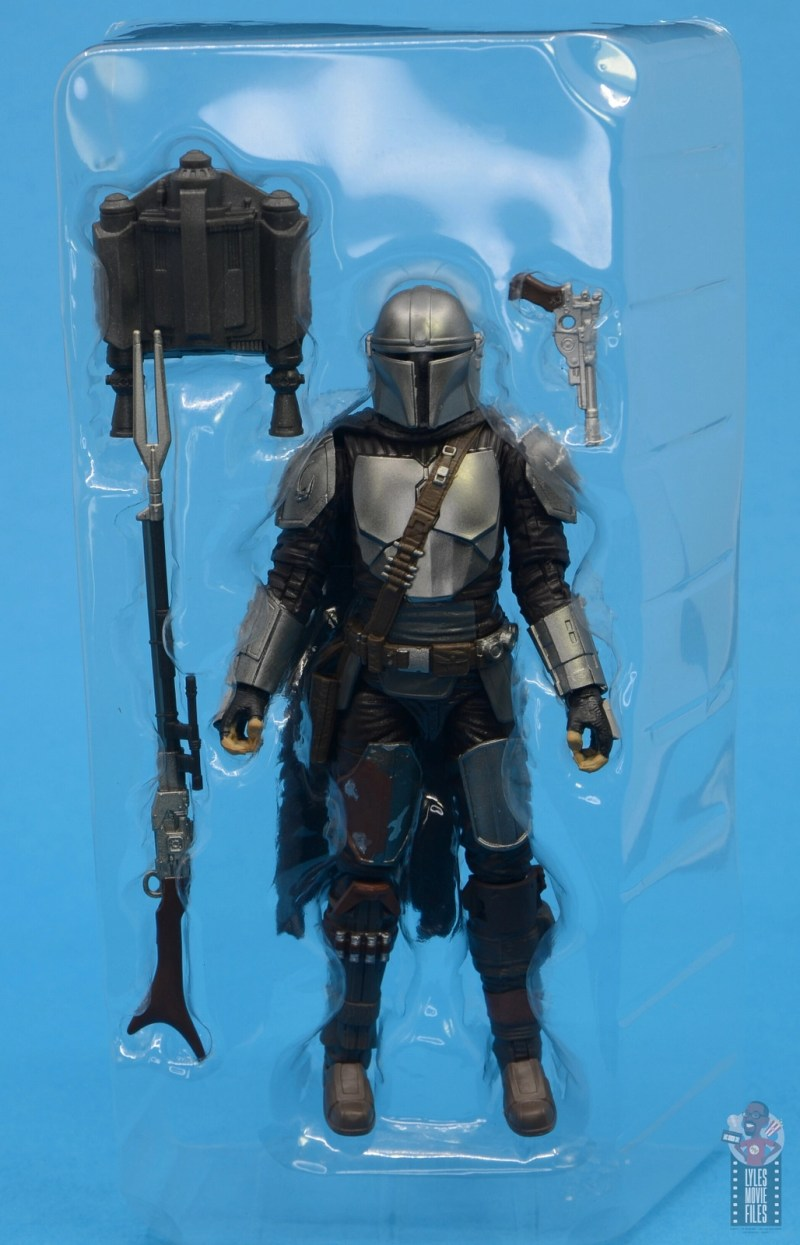 star wars the black series the mandalorian beskar armor figure review - accessories in tray