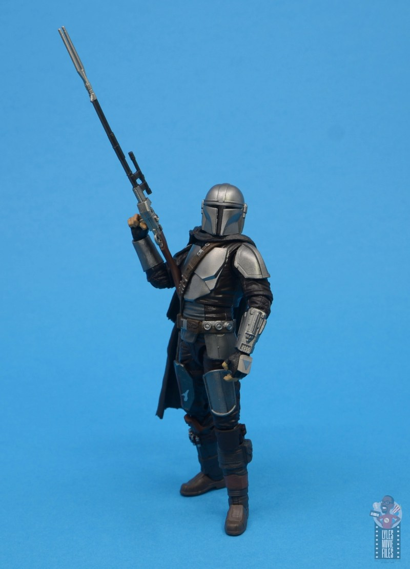 star wars the black series the mandalorian beskar armor figure review - raising rifle