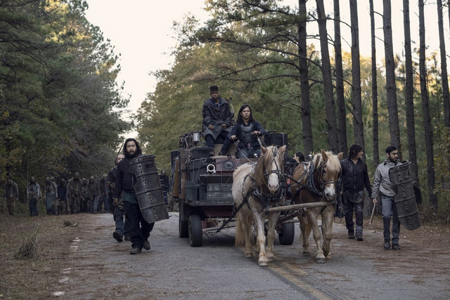 the walking dead a certain doom review - carriage crew