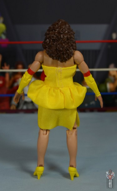 wwe elite series 77 miss elizabeth figure review - rear