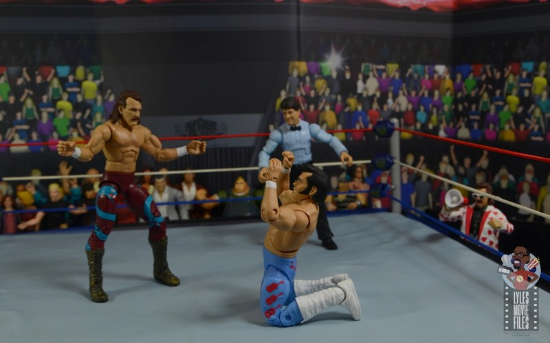 wwe legends 8 jake the snake roberts figure review - going after honky tonk man