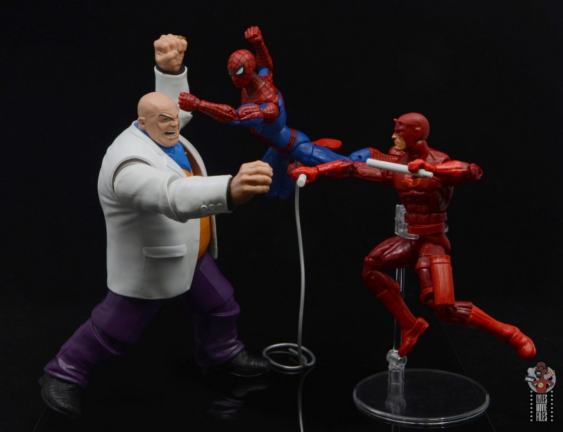 marvel legends retro kingpin figure review - battling spider-man and daredevil
