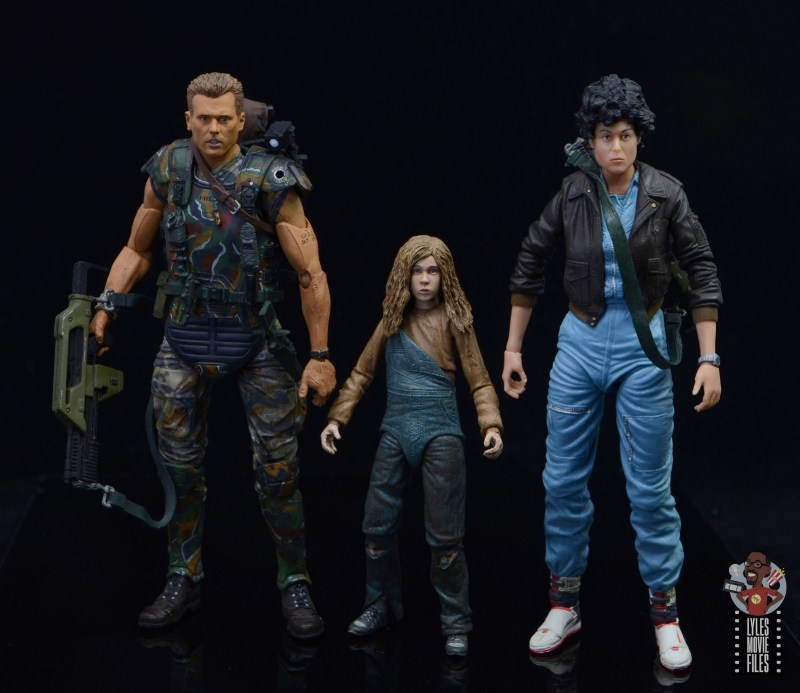 neca aliens newt figure review - scale with hicks and ripley