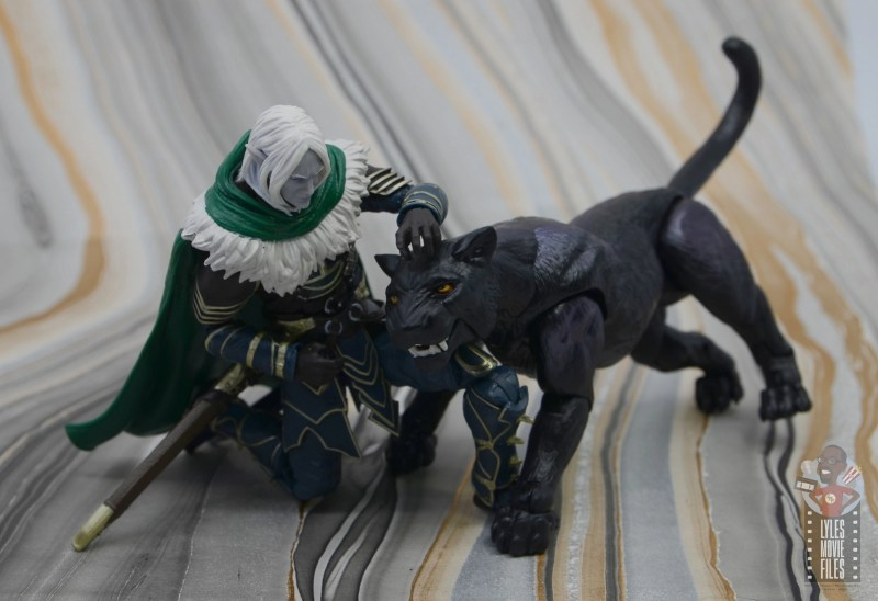 dungeons and dragons drizzt and guenhwyvar figure review - petting guenhwyvar