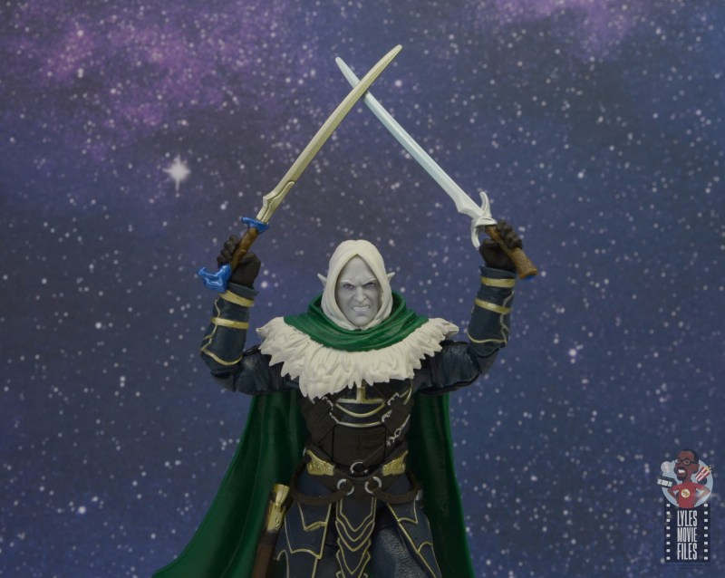 dungeons and dragons drizzt and guenhwyvar figure review - raising both swords