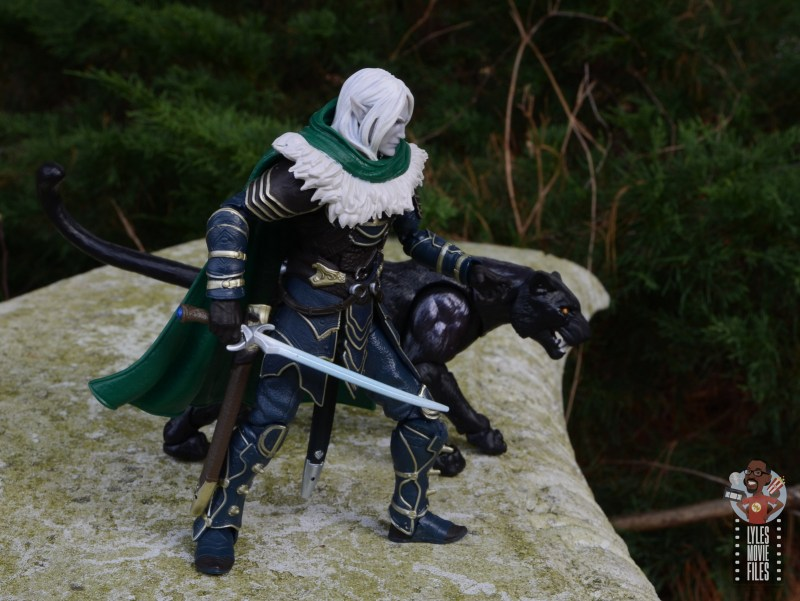 dungeons and dragons drizzt and guenhwyvar figure review - ready for action