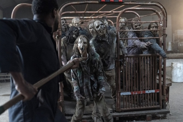 fear the walking dead -welcome to the club review - strand and tunnel walkers