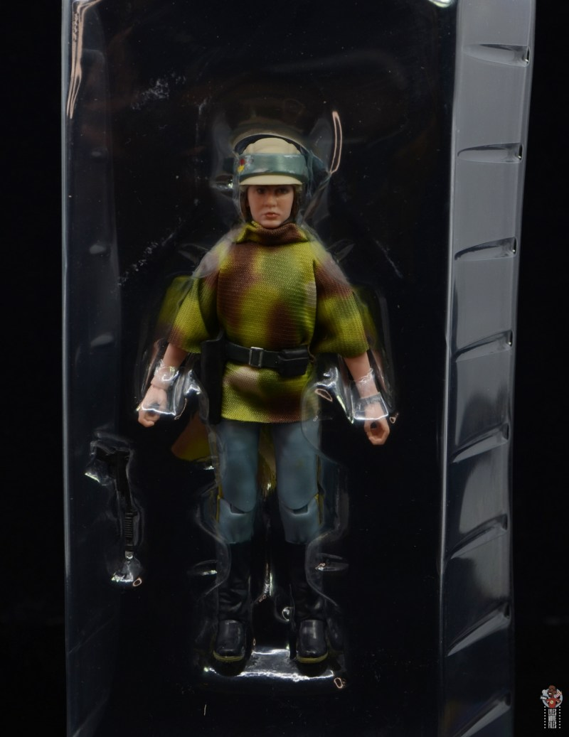 star wars the black series princess leia endor figure review - figure in tray