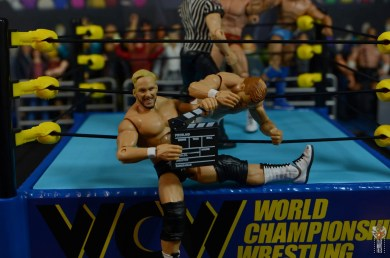 wwe elite series 81 stunning steve austin figure review - posing with arn