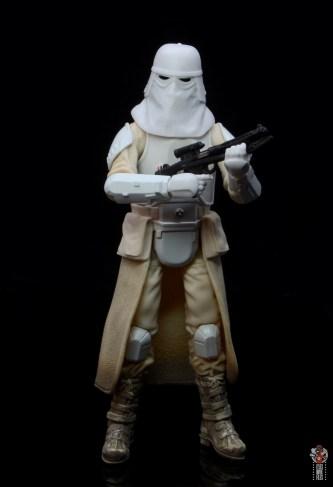 star-wars-the-black-series-imperial-snowtrooper-figure-review-cradling-blaster