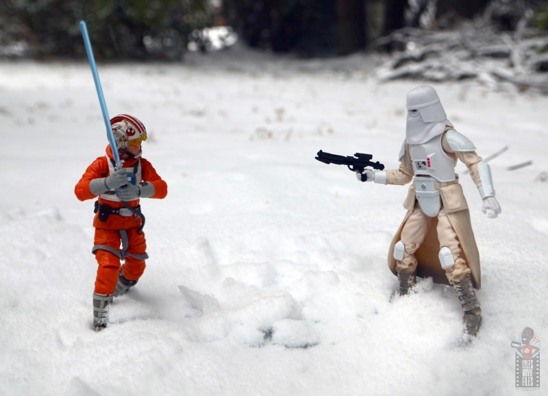 star-wars-the-black-series-imperial-snowtrooper-figure-review-face-off-with-luke-skywalker