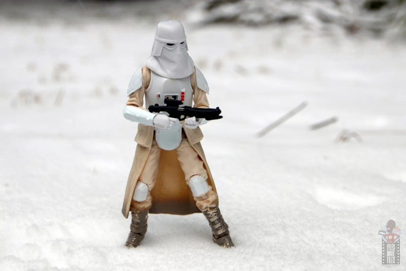 star-wars-the-black-series-imperial-snowtrooper-figure-review-out-in-the-snow