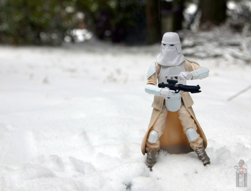 star-wars-the-black-series-imperial-snowtrooper-figure-review-out-on-patrol