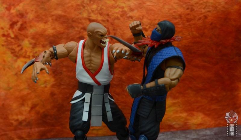 storm collectibles mortal kombat baraka figure review - slashing sub-zero's throat