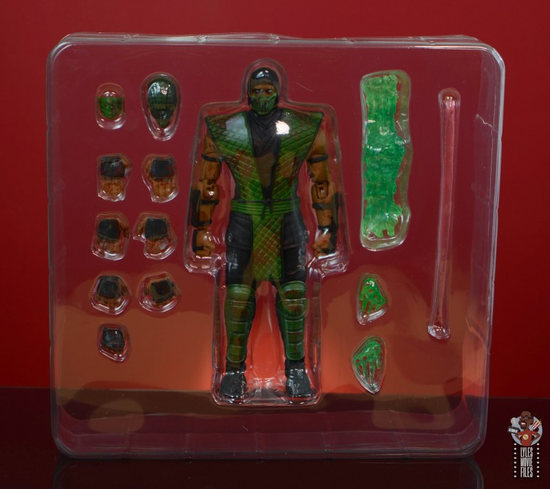 storm collectibles mortal kombat reptile figure review - accessories in tray