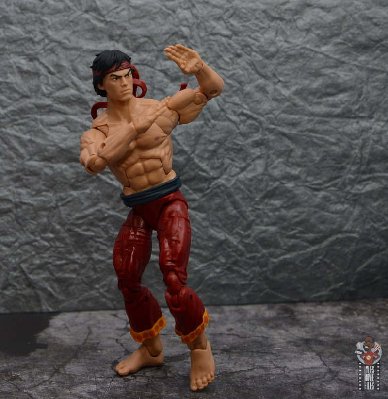 marvel-legends-shang-chi-figure-review-pivoting