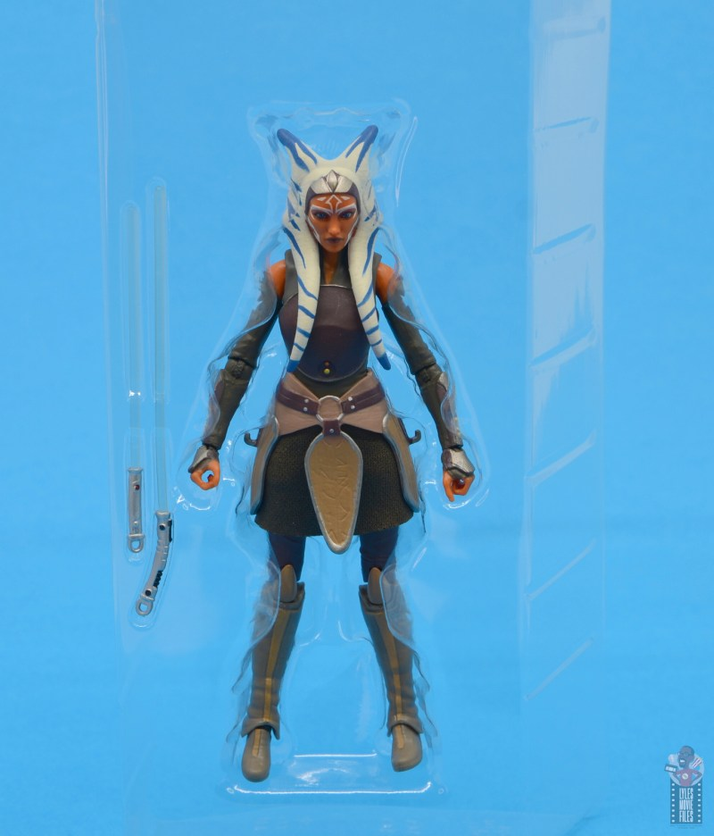 star wars the black series ahsoka tano figure review - accessories in tray