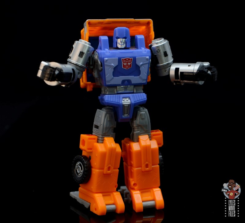 transformers kingdom war for cybertron huffer figure review - arms out