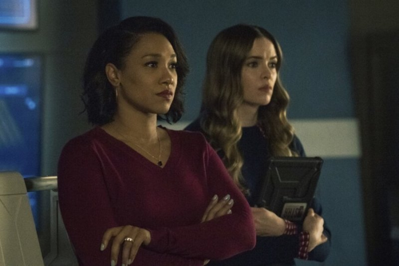 the flash - the one with the nineties review - iris and caitlin
