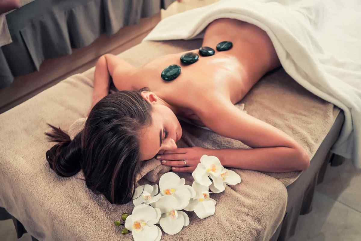 https://i0.wp.com/lylesstyles.com/wp-content/uploads/2018/10/spa-stone-massage-3.jpg?fit=1200%2C801&ssl=1