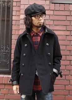 黒のPコート×ネルシャツ