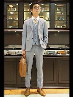 グレーのスーツベスト×グレーのスーツ