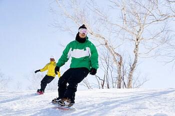 スノーボードウェアをおしゃれに着こなすコツ⑤:白と黒を使う