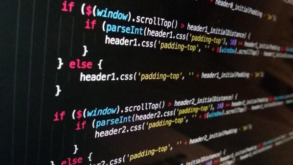 écran d'ordinateur avec des codes HTML