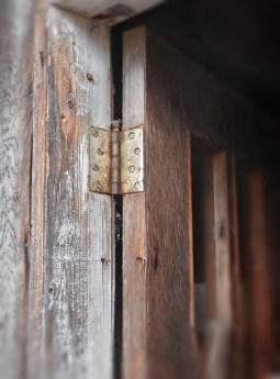 detail door and hinge