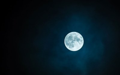 Wholeness by the light of the full moon
