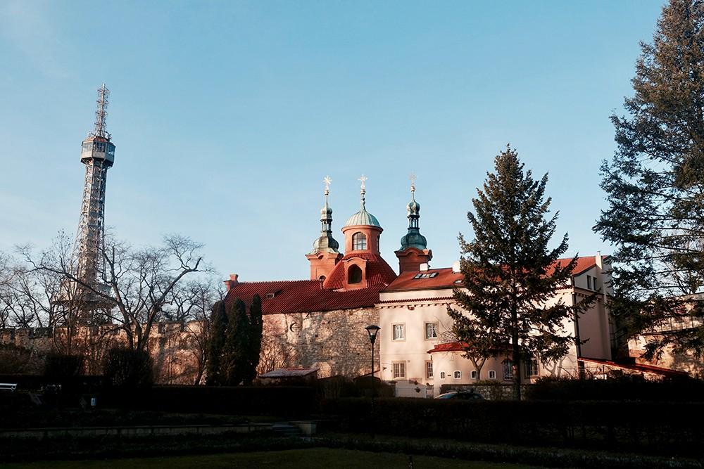 Colline à Prague vue