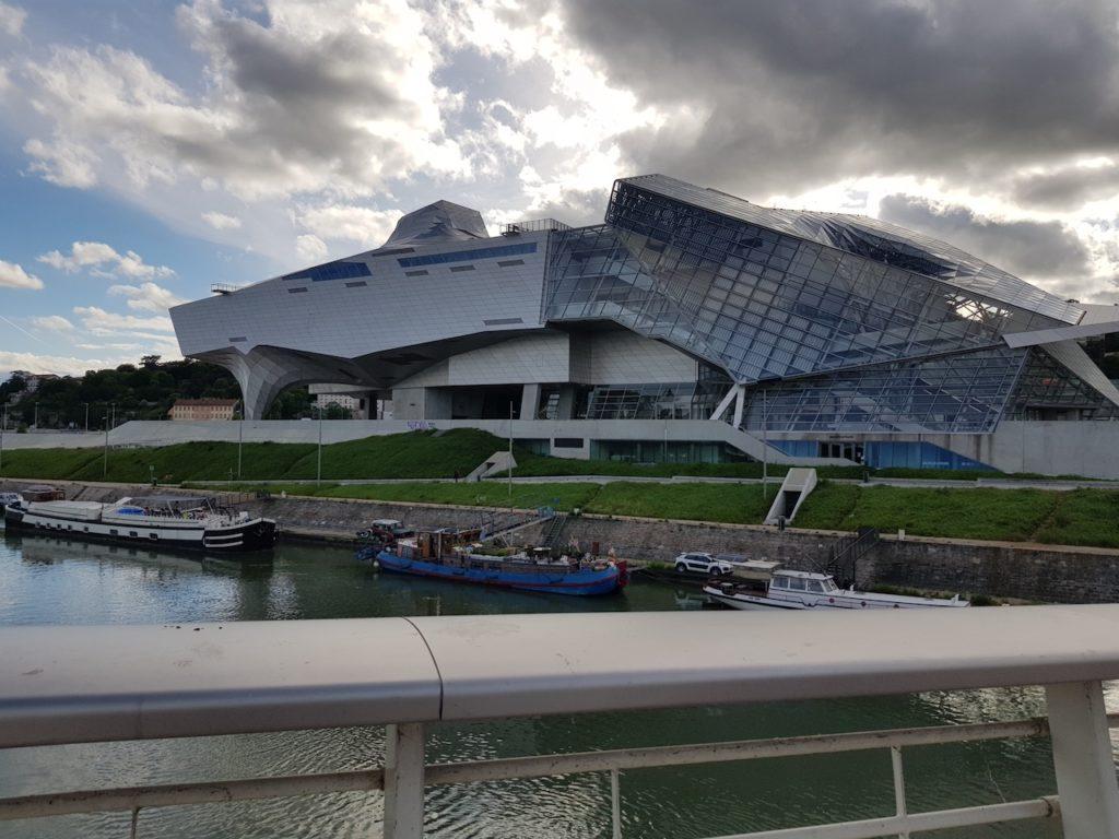 Lyon: une fausse alerte au colis suspect près du Musée des Confluences