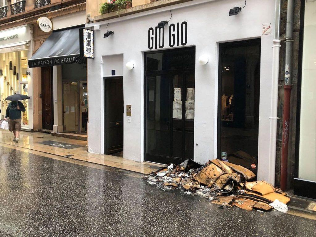 Lyon: les pompiers interviennent pour un incendie dans une pizzeria