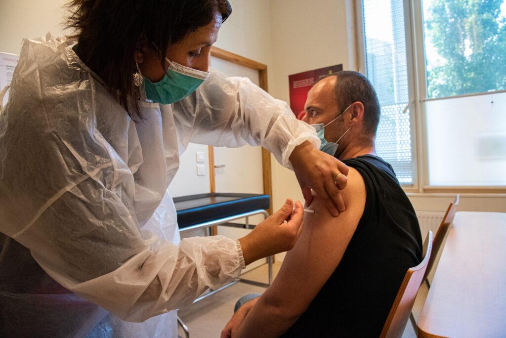 Coronavirus: quelle couverture vaccinale à Lyon et dans la région? (tableau)
