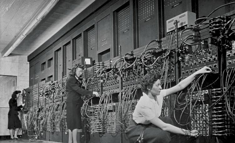 Crédit image : Opératrices d'ordinateurs avec un Eniac - le premier ordinateur programmable universel au monde. *Corbis/Getty Images*