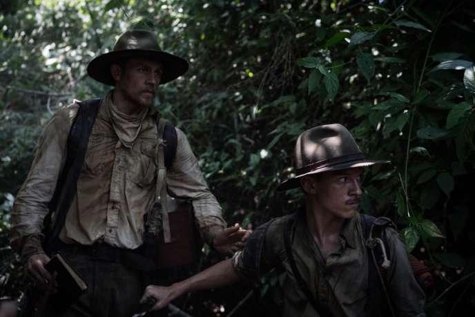 Crédit photo : Charlie Hunnam (Percival Fawcett), Tom Holland (Jack Fawcett) dans « The Lost City of Z » (2016), de James Gray. StudioCanal