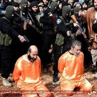 ISIS Executes and Crucifies Spies While Armed Militants and Youth Watch