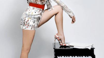 Laura Marano - Boombox Lyrics
