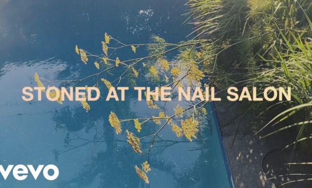Lorde - Stoned at the Nail Salon Lyrics
