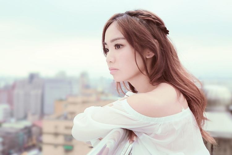 Kimberley Chen – 我愛你 你知道嗎? (Do You Know That I Love You?) – Lyrics Paradise