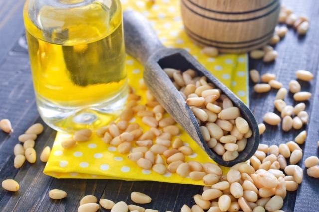 scoop of pine nuts and pine nut oil