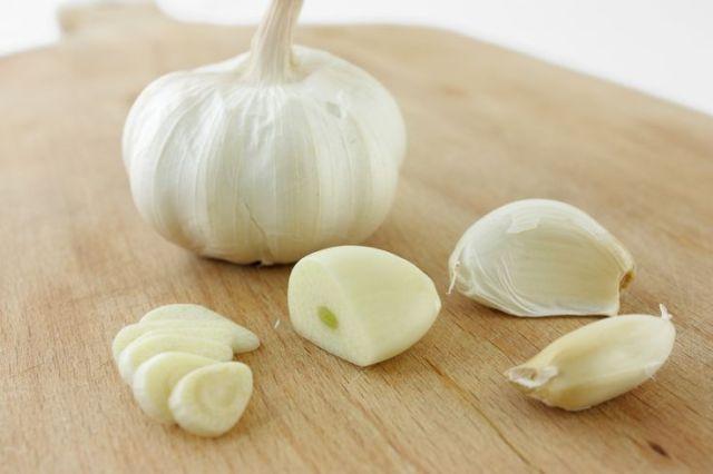 4 Simple DIY Garlic Hacks To Get Rid Of Pimples Overnight Lysa Africa Magazine